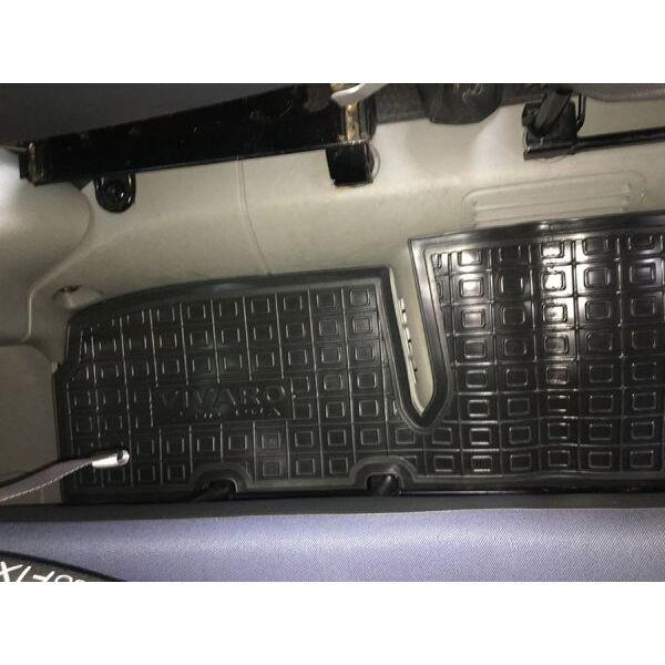Автомобильные коврики в салон Renault Trafic 2 02-/Opel Vivaro 02- (2-й ряд) (Avto-Gumm)