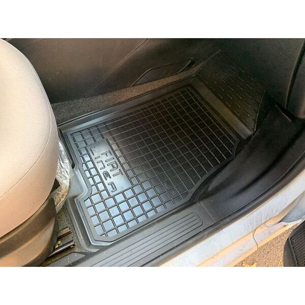 Автомобільні килимки в салон Fiat Linea 2007- (Avto-Gumm)